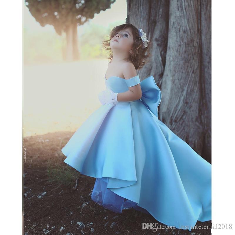 Compre Elegante Fuera Del Hombro Alto Bajo Flor Vestidos Para Niñas Vestidos Sencillos De Satén Para Niños Con Arco Vestido De Primera Comunión Por