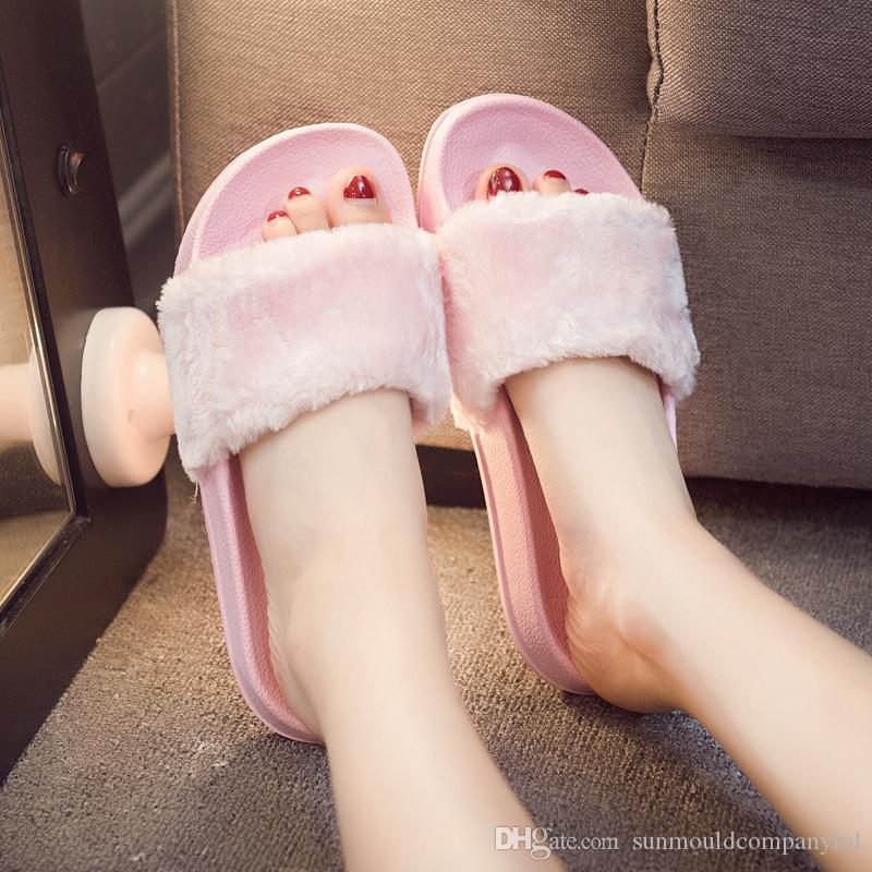 Caldo Pantofole da donna Moda Primavera Estate Autunno Pantofole peluche Donne Pelliccia sintetica Scivoli Infradito Scarpe basse Pantofole Zapatillas Mujer