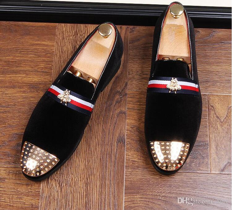Yeni 2018 mens moda kadife nakış loafer'lar sivri burun kayma düz rahat ayakkabılar sürüş kadife ayakkabı kırmızı siyah moccasins boyutu 38-46