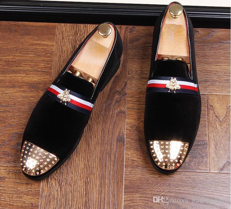 Yeni 2018 mens moda kadife nakış loafer'lar sivri burun kayma düz rahat ayakkabılar sürüş kadife ayakkabı kırmızı siyah moccasins AX967