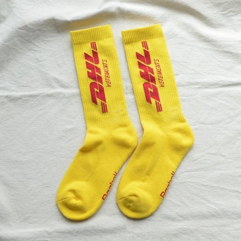 20SS Hip Hop DHL Logo calcetines calle monopatín deportes de la manera de Sockings impresión de la letra Calcetines de primavera y verano del tubo de fútbol Calcetines HFLSWZ017