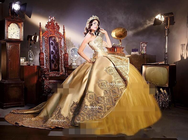 2019 Wunderschöne Goldapplikationen Ballkleid Abendkleider mit abnehmbaren Zug Schatz Quinceanera Kleider Sweet 16 Birthday Party Prom Wear
