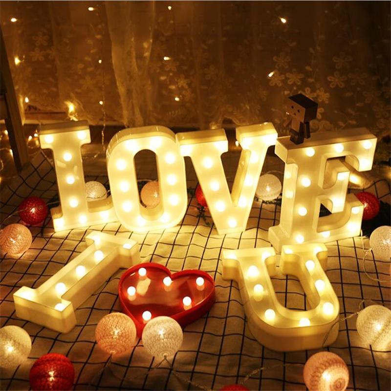 26 Letras LEVOU Luz Da Noite Letreiro Marquise Luzes Do Alfabeto Novidade Lâmpada Home Club Decoração de Parede de Natal Presentes do Dia Dos Namorados