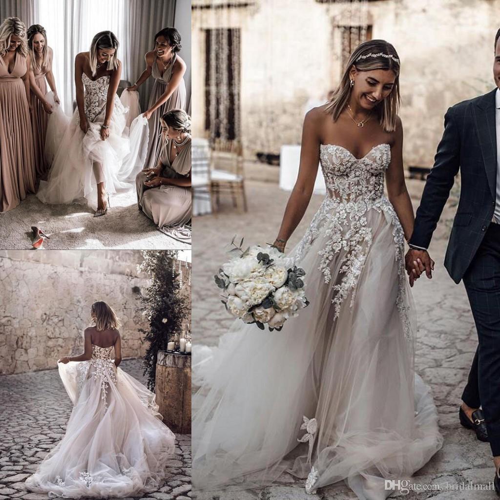 In rilievo floreale Appliques A Beach Line abiti da sposa per le spose collo fidanzata lampo in sui vestiti posteriori da sposa sweep treno Boho abito da sposa