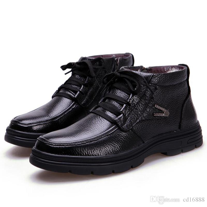 venta caliente de lana cálido confort de los hombres zapatos de nieve Botas 2020 nuevos hombres botas planas de alta calidad de cuero de vaca botas de cuero negro zapatos tamaño 38-44