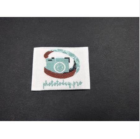 Accesorios bordados personalizados de la ropa Etiquetas plegables de la ropa del doblez modificadas para requisitos particulares (500 / lot) Etiquetas tejidas logotipo de la tela Etiquetas para el cuello