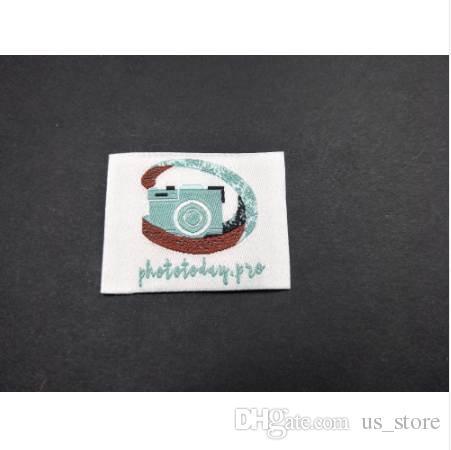 Özel İşlemeli Konfeksiyon Aksesuarları Döngü Katlama Giyim Etiketleri Özelleştirilmiş (500 / lot) Logo Dokuma Etiketler Kumaş Etiketleri