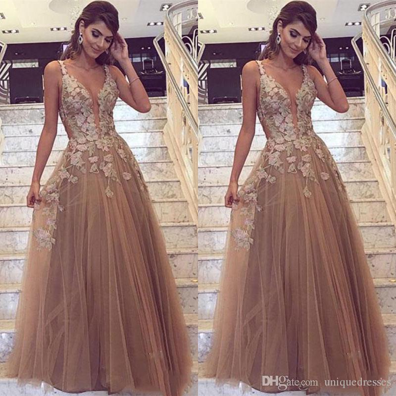 Los últimos apliques con cuello en V profundo Vestidos de baile largos 2018 Elegante A Line Tulle Evening Wear Vestidos de fiesta formales de talla grande Vestidos De Fiesta