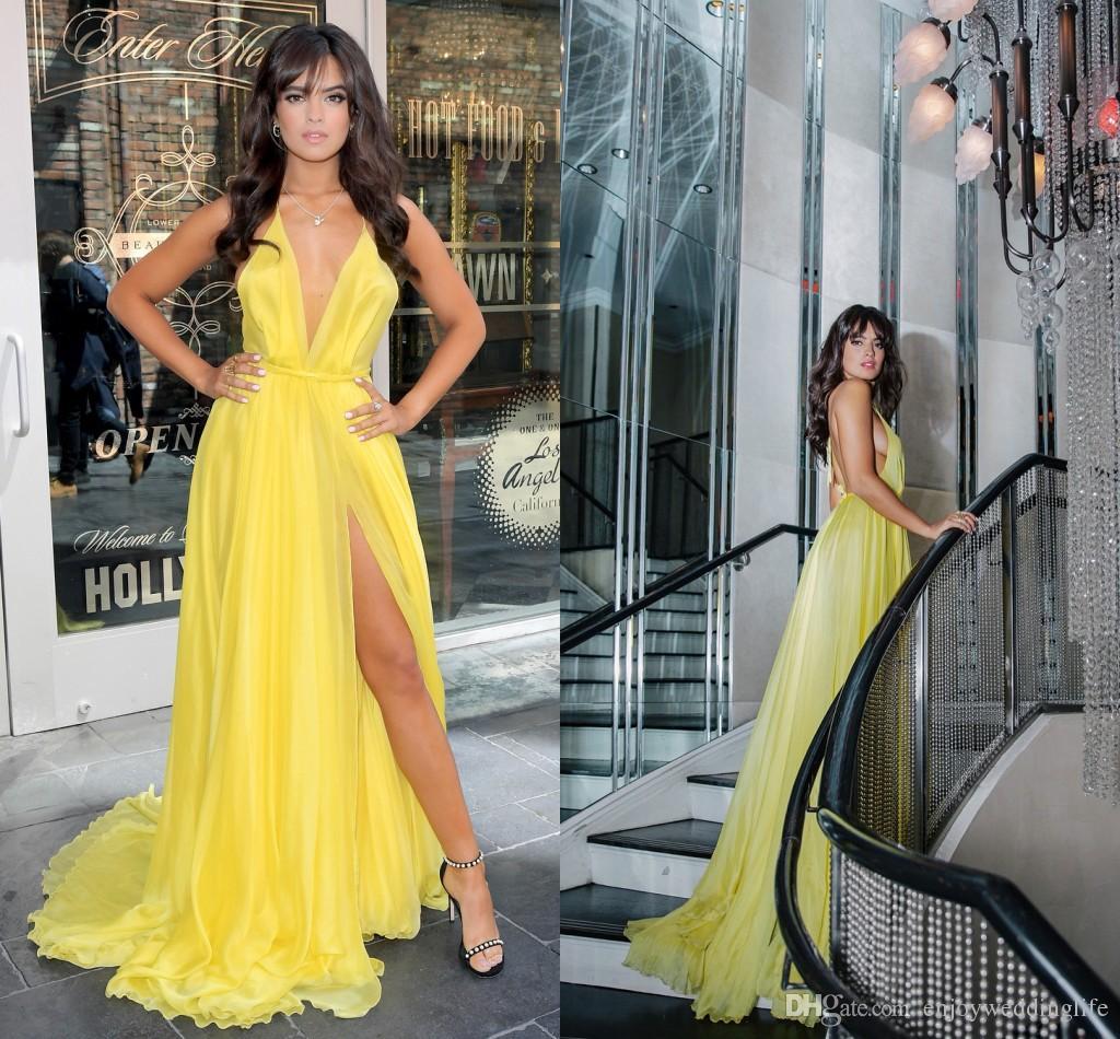 2018 Sexy Halter giallo scollo profondo con scollo a V lunghi abiti da sera coscia alta spacco abiti da sera semplici abiti celebrità elegante spettacolo