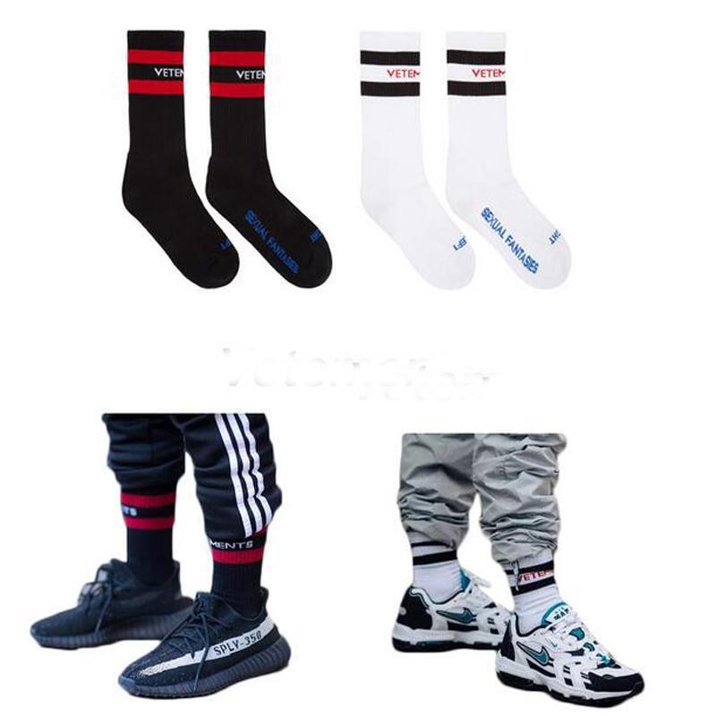 Vetements Çorap Gelgit Marka Erkek Çorap Genç Kalça-Hop Tarzı Beyaz Siyah Uzun Çorap Mektubu Nakış Atletik Bacak Isıtıcıları Şerit çorap