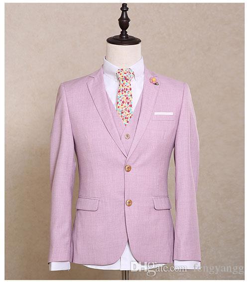Los hombres de moda se adaptan a dos botones 3 piezas (chaqueta + pantalones + chaleco) Peaked Collar rosa Slim Fit trajes de fiesta de boda esmoquin
