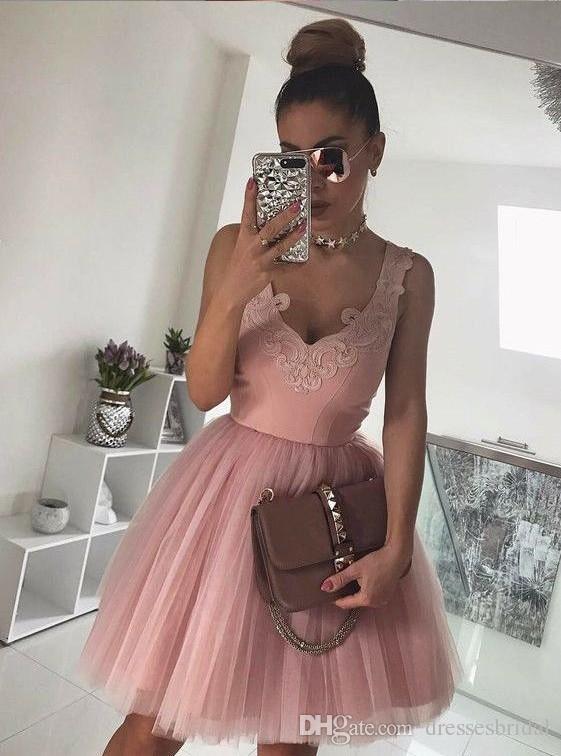 2019 Style V Cou Bretelles Spaghetti Rose Robes De Bal Rose 2018 Dentelle Applique Robe De Fête Genou Longueur Robe Robe De Gradacio