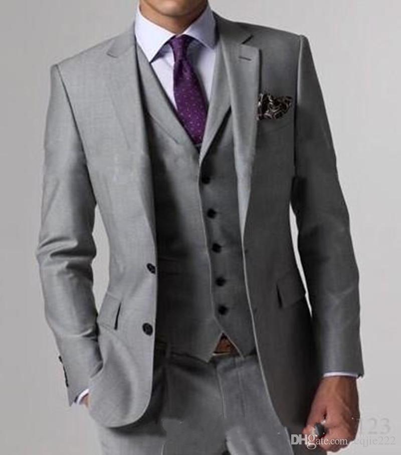 2018 juegos de la boda de la alta calidad ligera de Grey Side Vent novio esmoquin padrinos de boda para hombre mejor hombre Novio (chaqueta + pantalones + chaleco + tie)