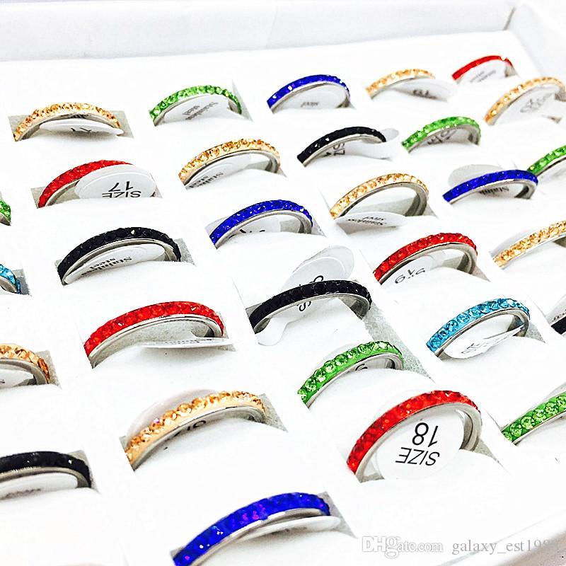 Gli anelli all'ingrosso in serie 50pcs mescolano una fila gli anelli dell'acciaio inossidabile del rhinestone per i bei monili della ragazza delle donne nuovissimi