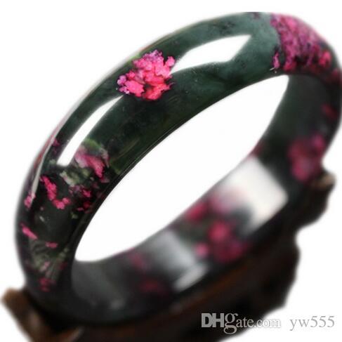 Joli bracelet avec de jolies fleurs de pêcher naturelles naturelles