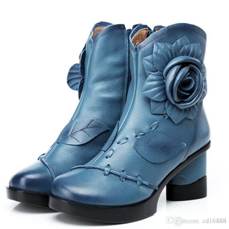 Más popular2018 nuevo otoño invierno retro Flores hechas a mano zapatos de mujer botas de moda botas de cuero genuinas de espesor con tacones Martin botas