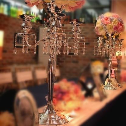 * H75cm W48cm oro / plata 5 Jefes de cristal candelabros titular central de la boda Flower Bowl del sostenedor de vela con colgantes