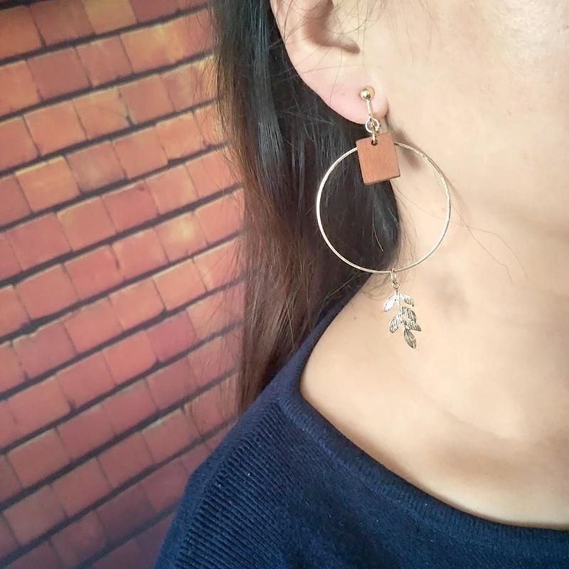 Fashion jewelry ear hooks, square geometric chips, asymmetric earrings clips.