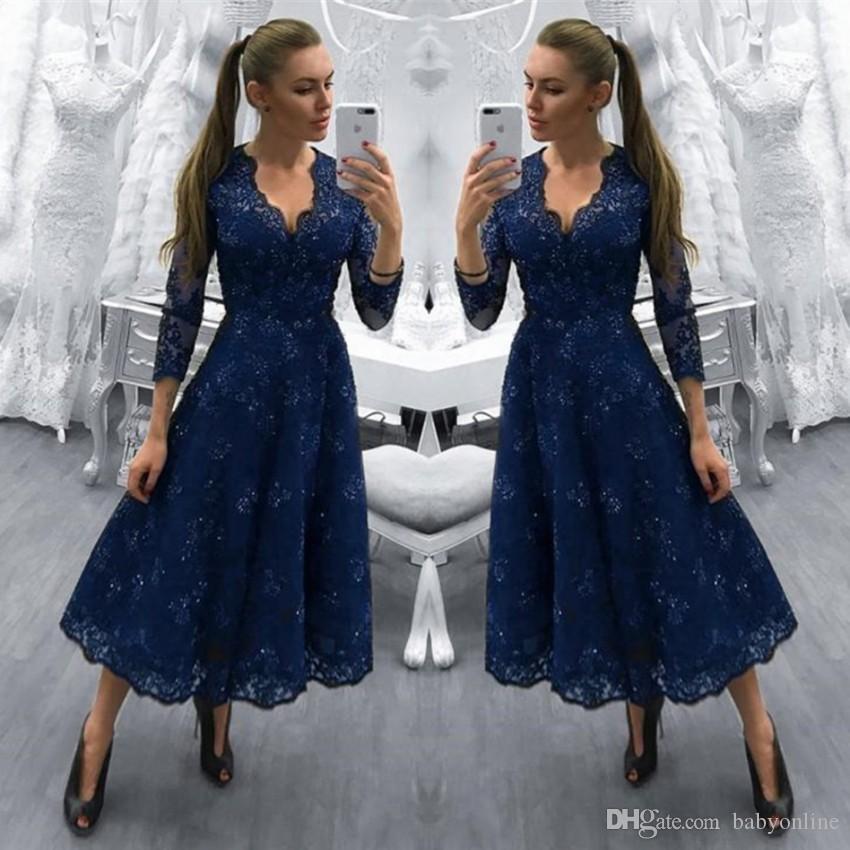 Modest 2018 Dark Navy Lace Mother of Bride Groom Dresses Tea Length A Line V Neck Vintage Long Sleeves Cocktail Evening Prom Gowns