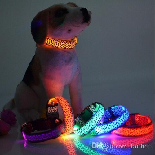 Collana luce LED Dog Collar sicurezza di disegno del leopardo di nylon notte per il cane del gatto incandescente nel buio infiammante dell'animale domestico Decor fluorescente luminosa