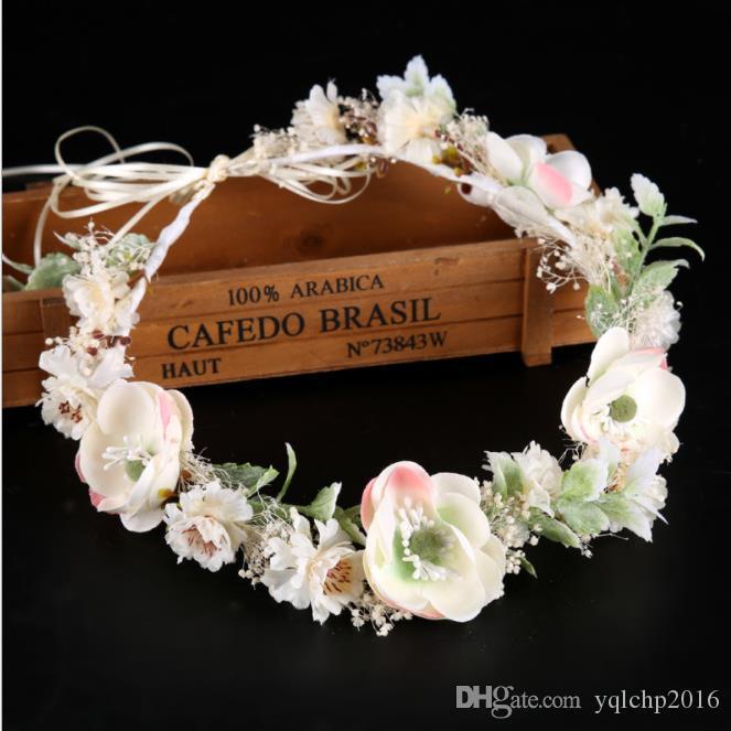 Flores blancas, guirnaldas, vestidos de novia, flores secas de colores, sombreros, cintas para el cabello