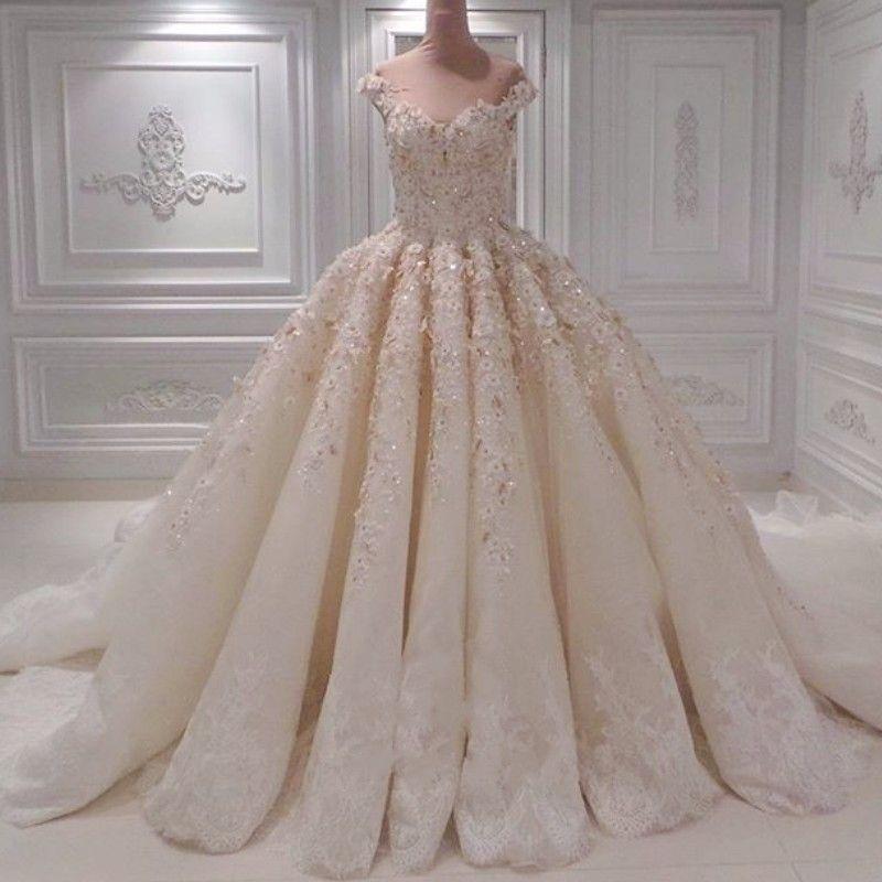 Dubaï fascinant des robes de mariée perlée de la dentelle épaule pétale applique robe de balle robe de mariée Saoudite Arabie Princess Robes de mariée moelleux