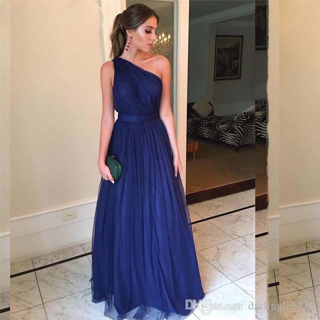 Compre 2019 Azul Marino Vestidos De Baile De Graduación Una Línea De Tul Un Hombro Pliegues Sin Respaldo Cinturón Longitud De La Dama De Honor Vestido