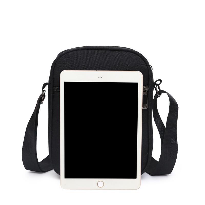 Famosos newset Bags Cruz corpo com LettersTick Impresso quente Messenger Bag Men Shoulder Cross-corpo Bag Zipped Quatro Cores