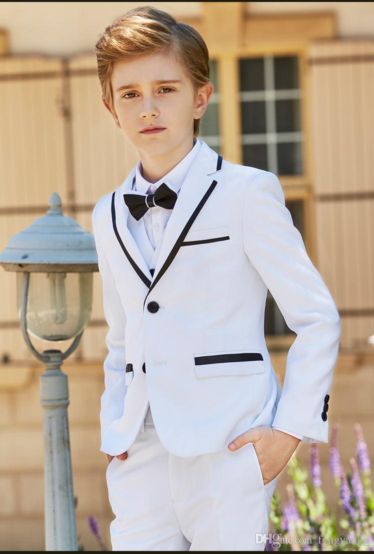 موضة جديدة الصبي الأبيض الرسمي ارتداء الشق التلبيب بوي كيد الملابس لحضور حفل زفاف حفلة عيد ميلاد (سترة + سروال + القوس + سترة)