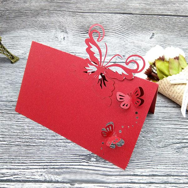 50 unids / lote 2017 nuevo corte del laser de la mariposa hueco diseño de la boda tarjeta de mesa nombre de intation para fuentes del partido