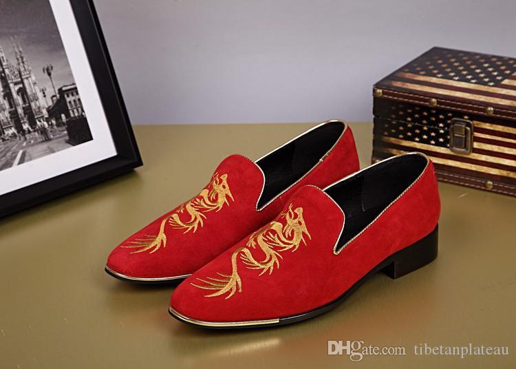 2017 Czerwone zamszowe buty Skórzane Kwiat Haft Dragon Totem Spiczaste Buty Przypadkowe Biznesowe Męskie Owce Mokasyny Plus EU46