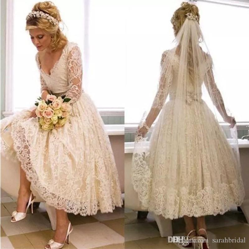 Vestidos de casamento do vintage vestidos de noiva Curto Cheia Do Laço Mangas Compridas Oco Profundo Decote Em V Chá Comprimento Vestido De Casamento Praia