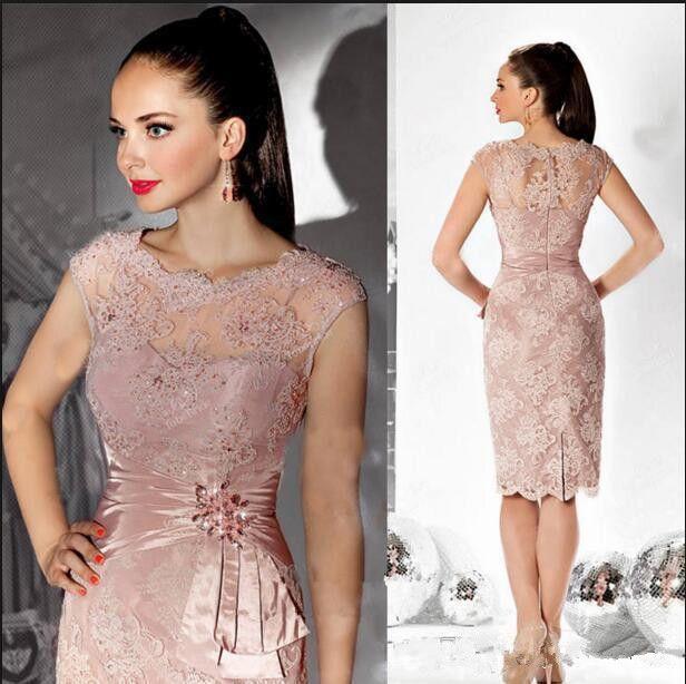 Blush Pink Sheath Lace Vestidos para madrina Hasta la rodilla Faja con cuentas Escote redondo Manga corta Vestidos de noche formales transparentes M015