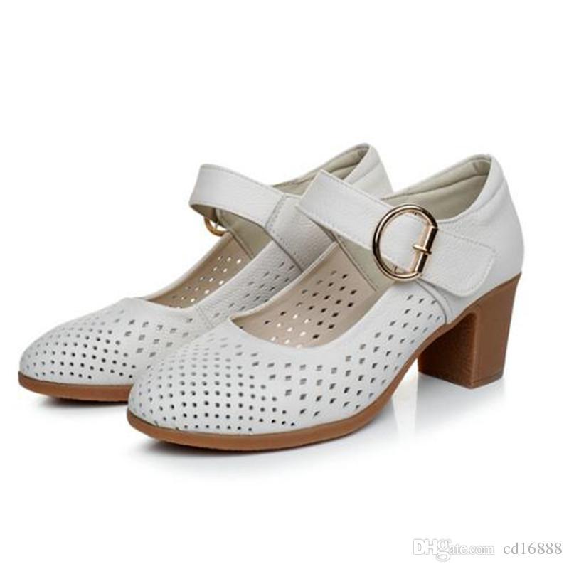 Zapatos de verano más populares Sandalias de mujer 2018 Zapatos de tacón hueco de nueva moda Zapatos de mujer Sandalias Tacones gruesos Sandalias de cuero genuino