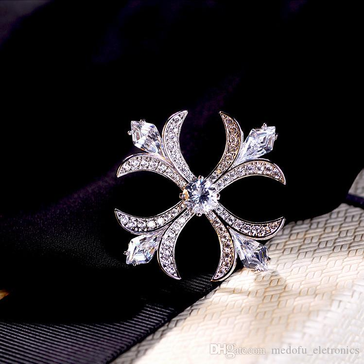 Fashion Unisex 18K White Gold Plated Sparky CZ Cross Brooch Pin for Men Women for Party Wedding Suit Lapel Pins NL-634