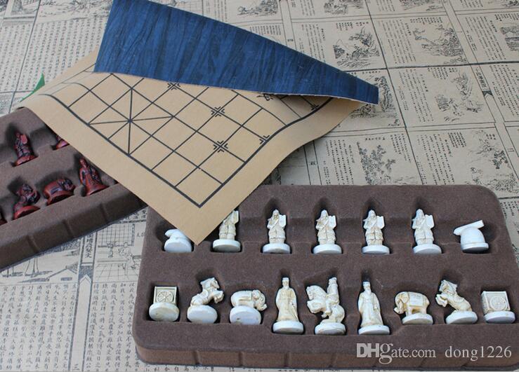 Scacchiera tridimensionale d'epoca in pelle cinese Scacchiere in terracotta Figure di scacchi cinesi