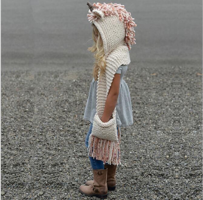 Enfants Cartoon licorne Hat écharpe 2 en 1 bébé Enfants hiver chaud Chapeaux Tricotés infantile Caps Bonnet avec pompon Scaves Crochet Hat bébé
