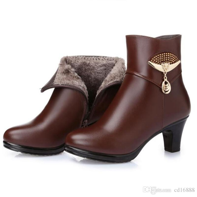 Hot selling 2018 New Autumn and Winter Ankle Boots Thick with High Heels Plus Velvet Snow Boots Metal Chain Real Leather Boots Fashion Shoes