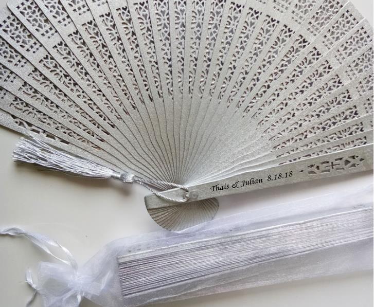 Fã de casamento personalizado de madeira ventiladores de mão com saco de organza bridal shower porta presentes favor do partido 50 pcs lote vendas por atacado