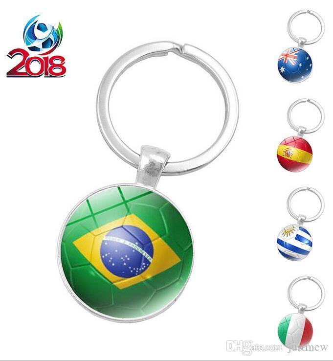 20 pcs / lot 2018 Football Porte-clés Porte-clés Brésil Australie Espagne Drapeau Pendentif En Verre KeyChain Voiture Porte-clés Accessoires cadeau créatif