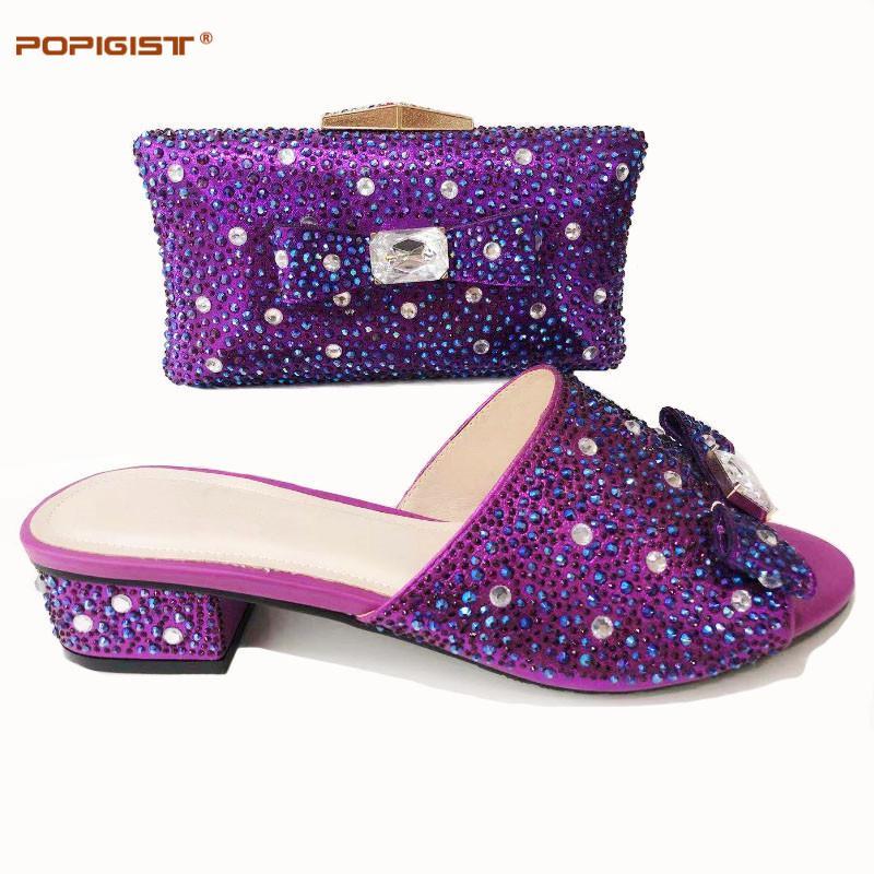 보라색 컬러 빛나는 크리스탈 이탈리아어 신발 일치하는 가방과 함께 아프리카 여성 신발 및 가방 파티 파티에 대 한 설정 여름 샌들