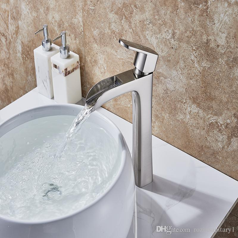 Szczotkowane nikiel wykończony wodospad mosiądz bateria bateria bateria zlewozmywakowe kran z wodą z ciepłą i zimną wodą Single Hande Faucet-10332