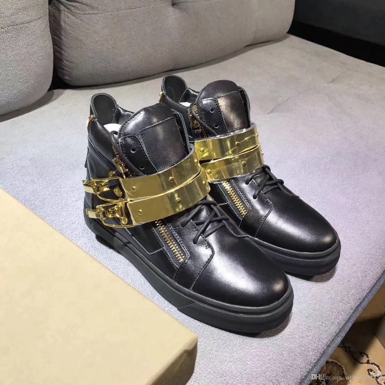 moda alta superior nuevo modelo de color mejor calidad zapatos deportivos de cuero negro con cadena de hebilla de oro hombres mujeres que viajan zapatos con caja