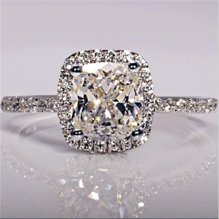 Anillo de diamantes Anillo femenino Anillo de piedras preciosas Anillos Joyería Rodio plateado Color de plata Regalo de cumpleaños Venta caliente