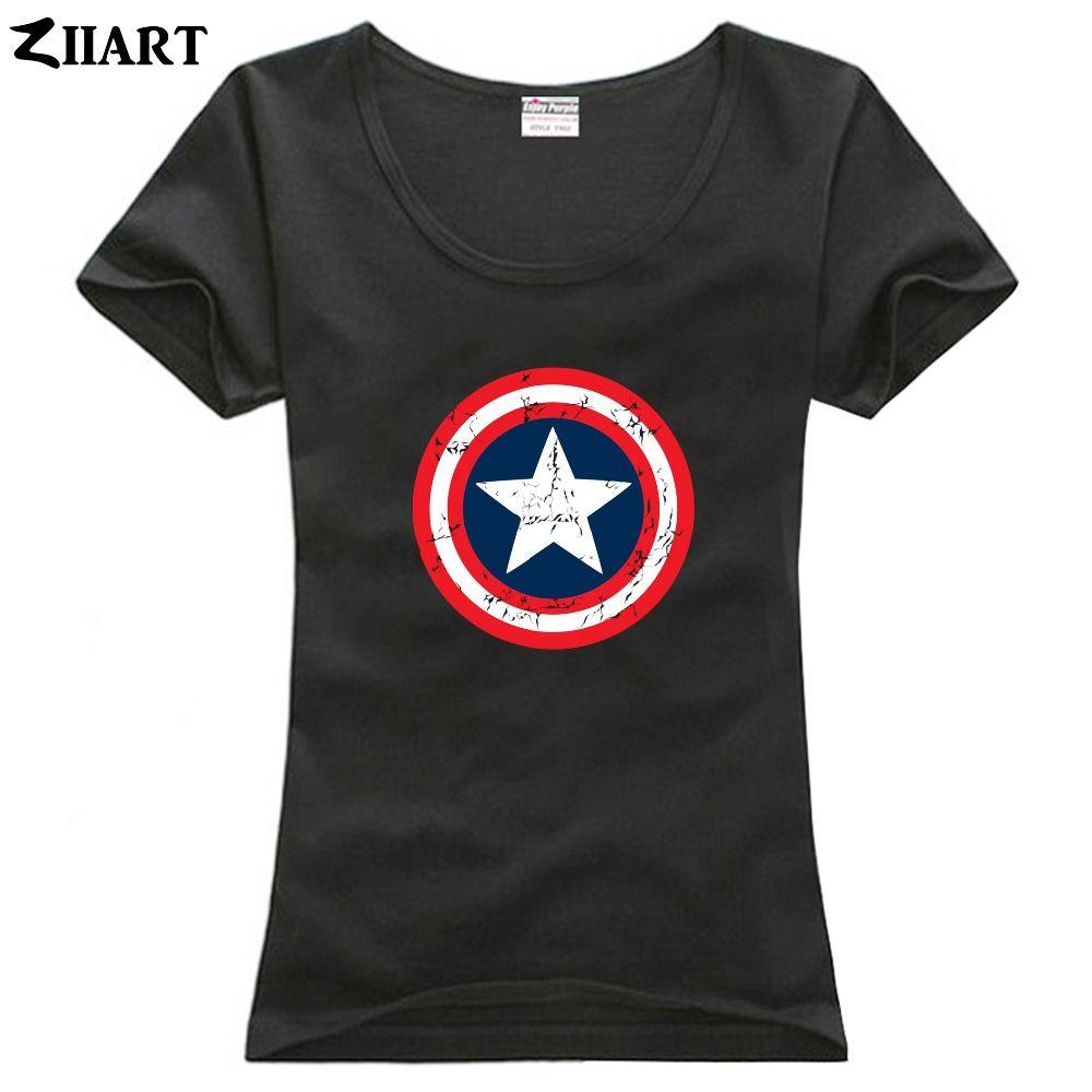 T-shirt in cotone a maniche corte con scollo a cuore indossato da donna vintage consumato
