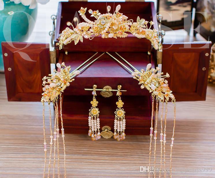 Novias, ropa de estilo chino, juegos de sombrerería, trajes antiguos, aros de oro, y vestidos de novia.