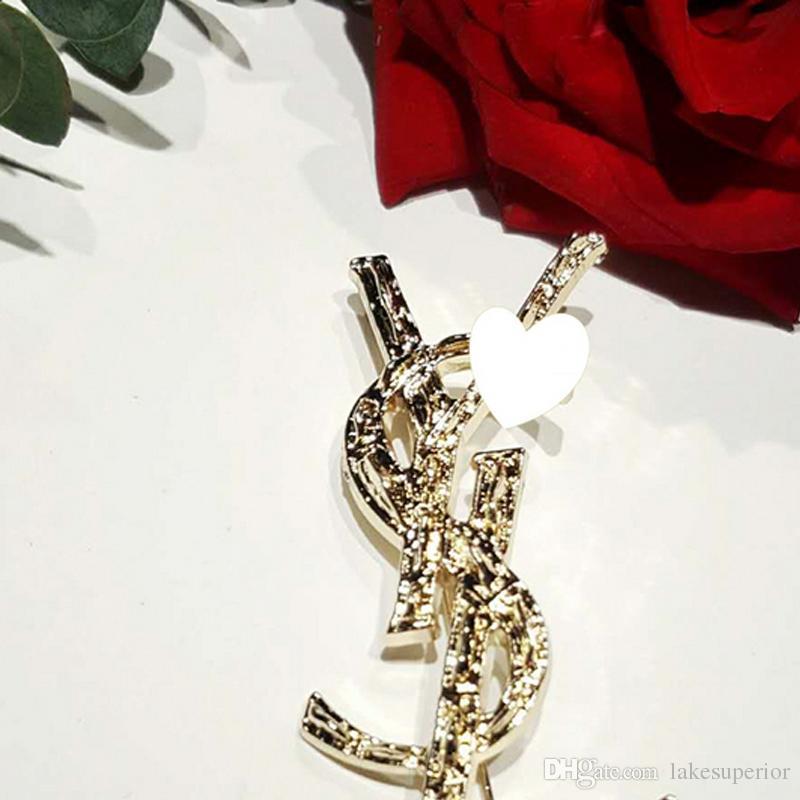 Aşk epacket nakliye için Yeni Kadın Lüks Harf Broş Ünlü Tasarımcı Suit Yaka Pin Moda Takı Aksesuar Hediye
