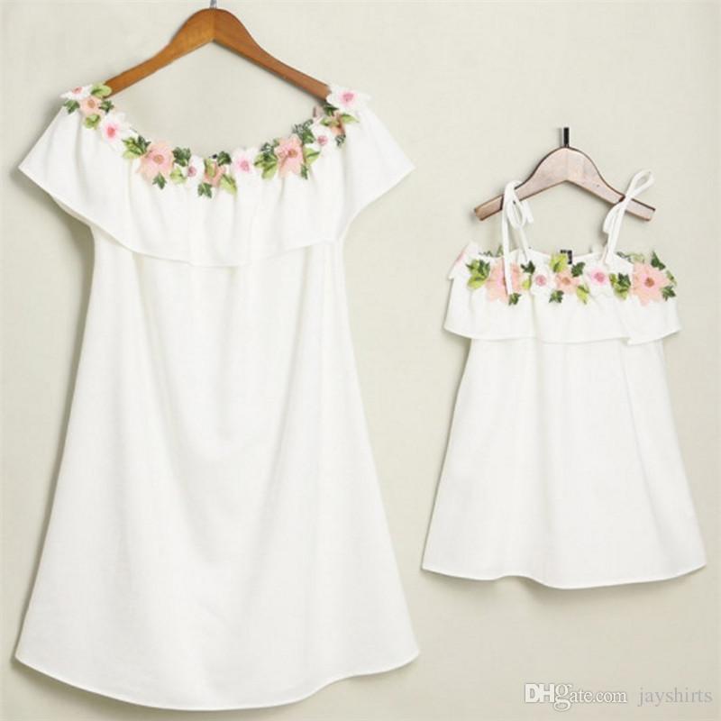 Mode Mère Fille Casual Dress Mode Broderie Floral Famille Assortir Des tenues Top Qualité Robe De Plage pour femmes et filles