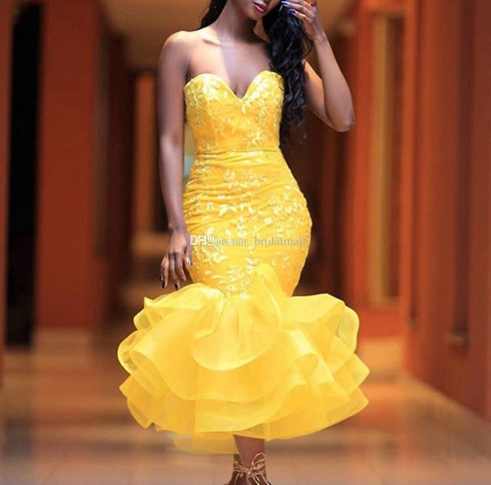 Te Längd Gul Lace Mermaid Prom Klänningar Sexiga Lace Appliques Tiered Skirt Cocktail Party Dress Girls Formell Wear Billiga Homecoming Dress