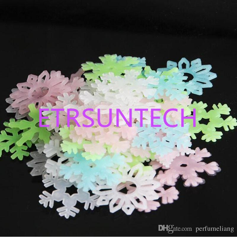 Luminous Wall Sticker Snowflake Glow In The Dark Decal for Kids Baby Rooms Christmas Decor Fluorescent Stickers QW7939